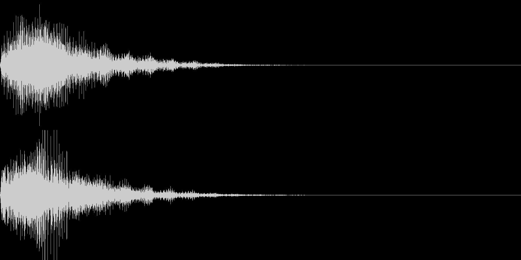 柔らかく弾力性のある物を叩いた音の未再生の波形