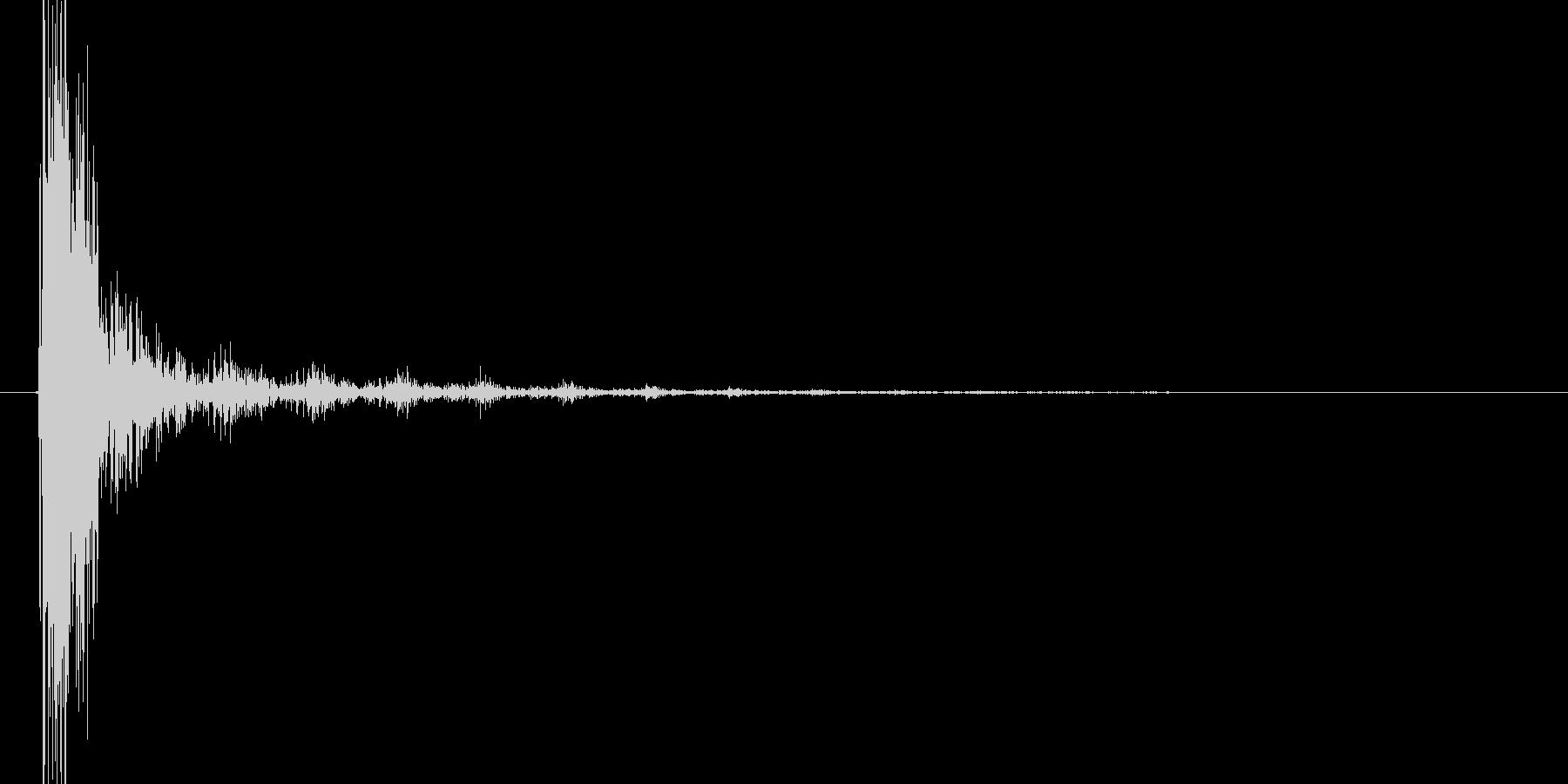 ドスッ+ビィーン!(矢が刺さる音、低め)の未再生の波形