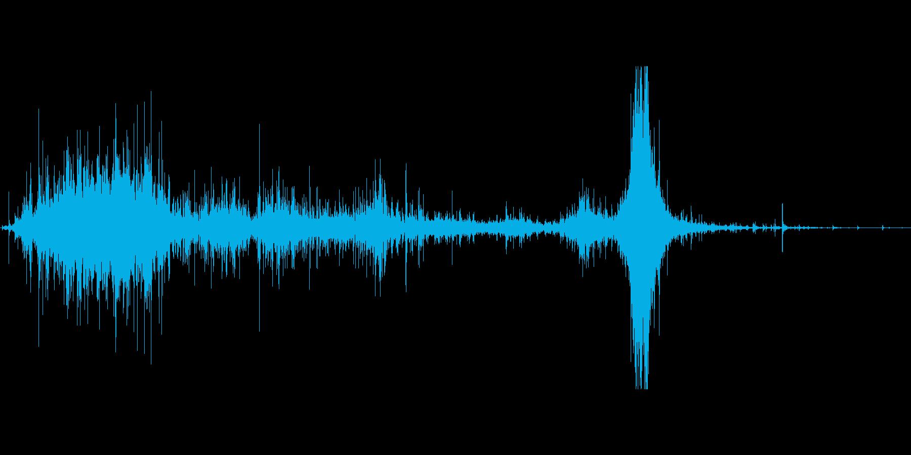 ゴミ袋を漁る音、最後に置くの再生済みの波形