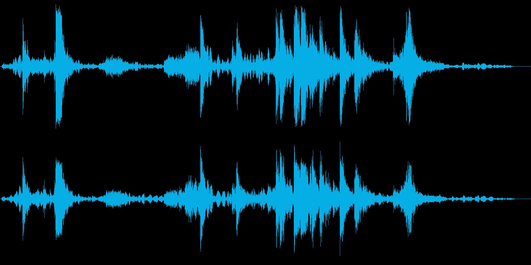 ガチャガチャ、と何かを動かす音の再生済みの波形