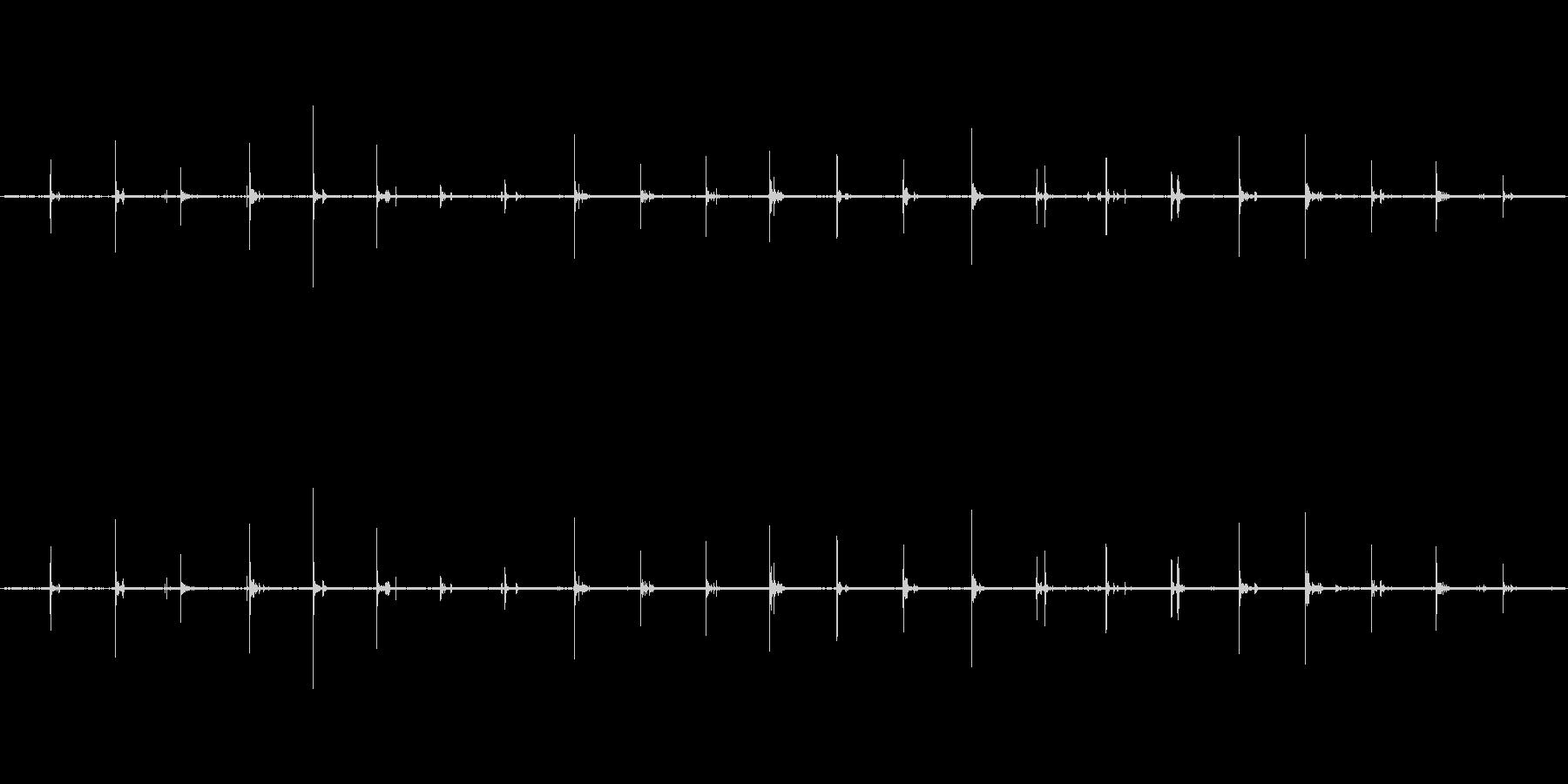 【生音】歩く・鉄板 「かん、かん、かん…の未再生の波形