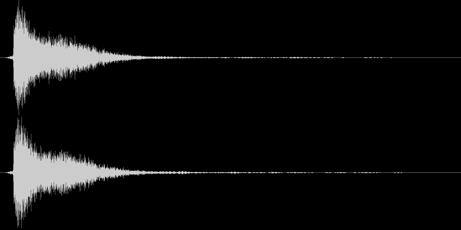 ガシッ。剣と剣、剣と盾の衝突音の未再生の波形