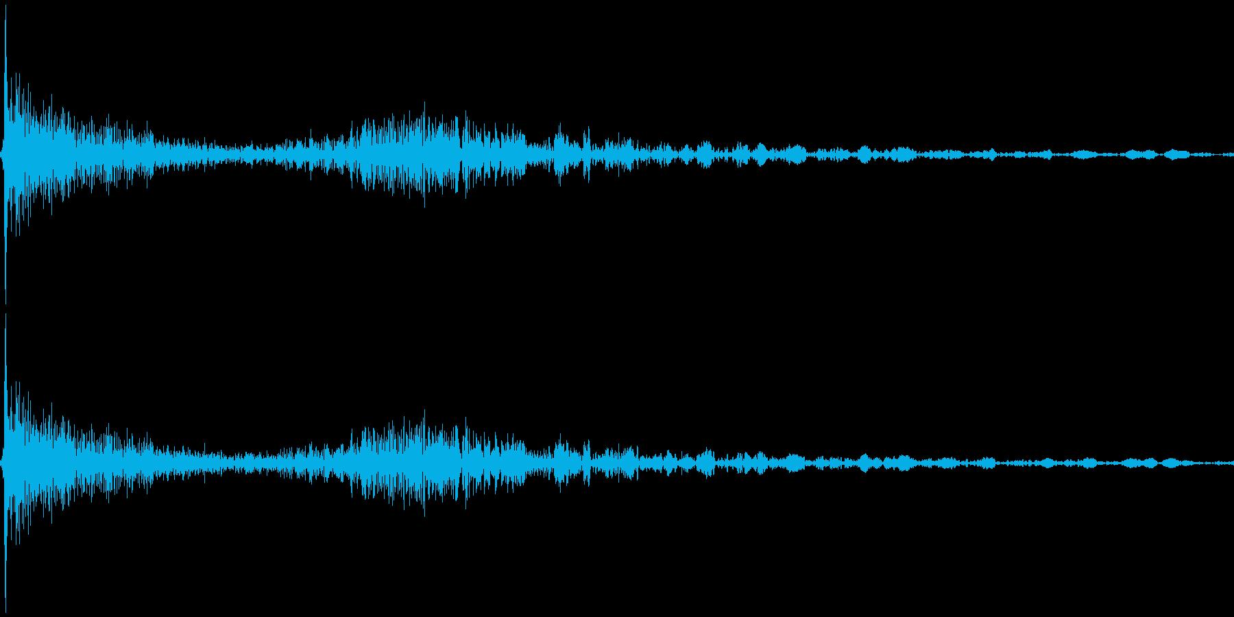 パタン カタン(ロッカーを閉める音)の再生済みの波形