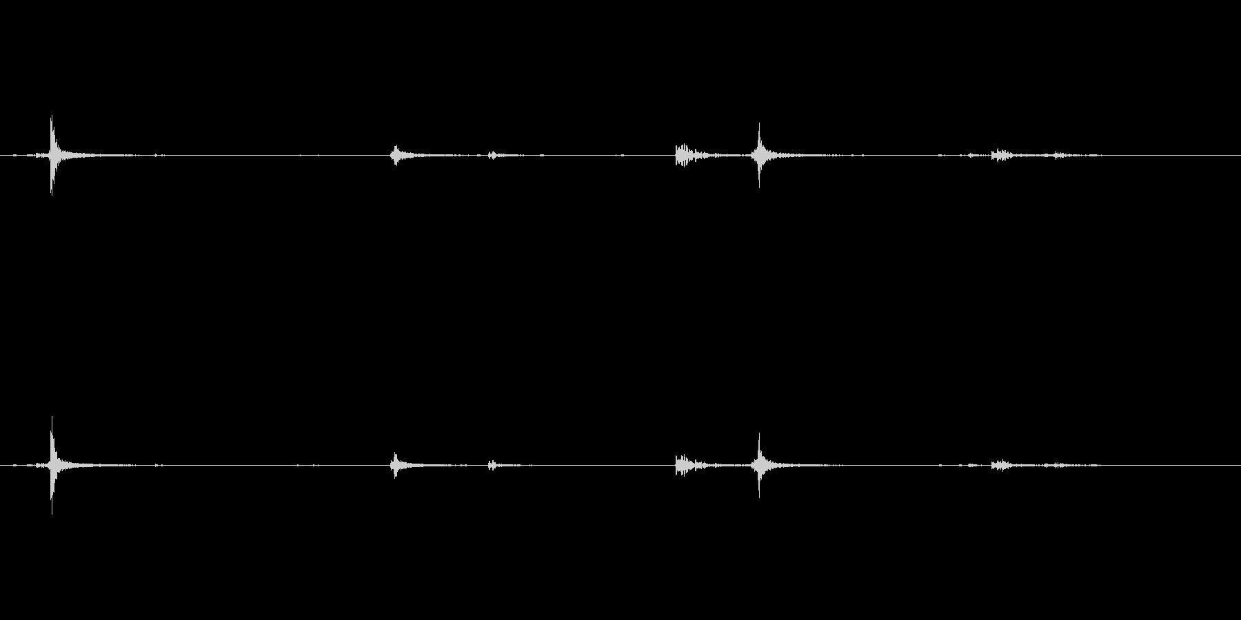 カチャ(トイレの鍵の音)の未再生の波形