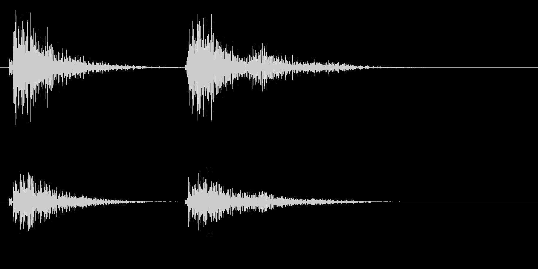 コテ(ドアの鍵をかけるときのような音)の未再生の波形