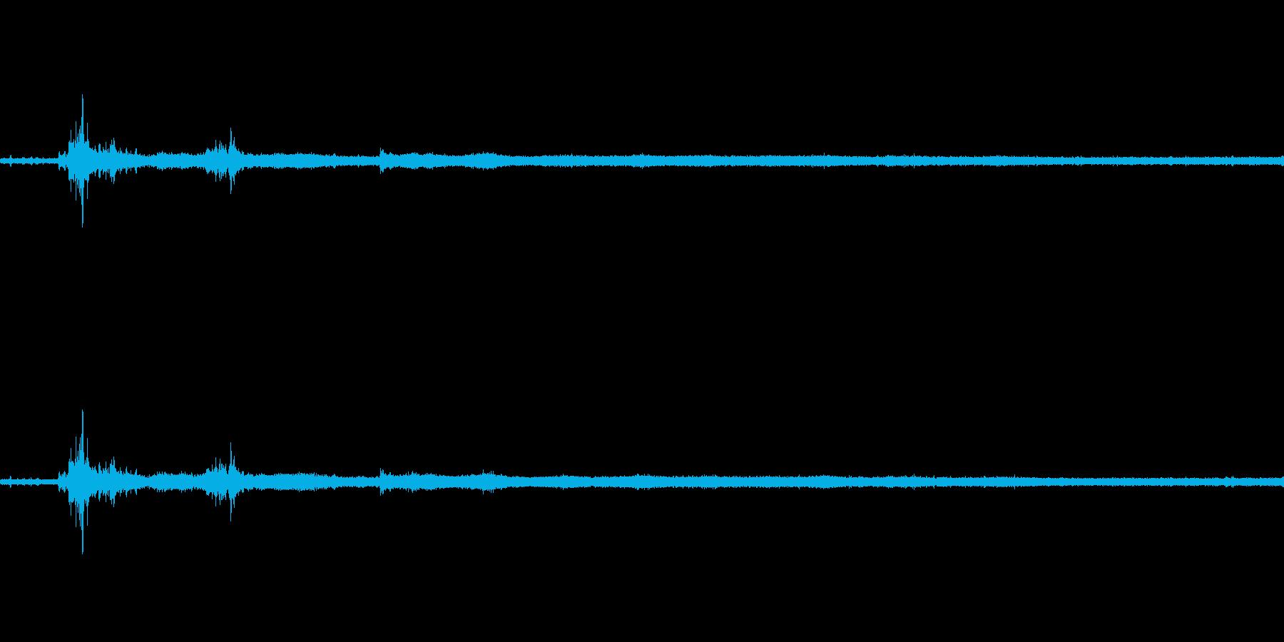【生音】雷雨25 - 雨と雷と通行音 …の再生済みの波形