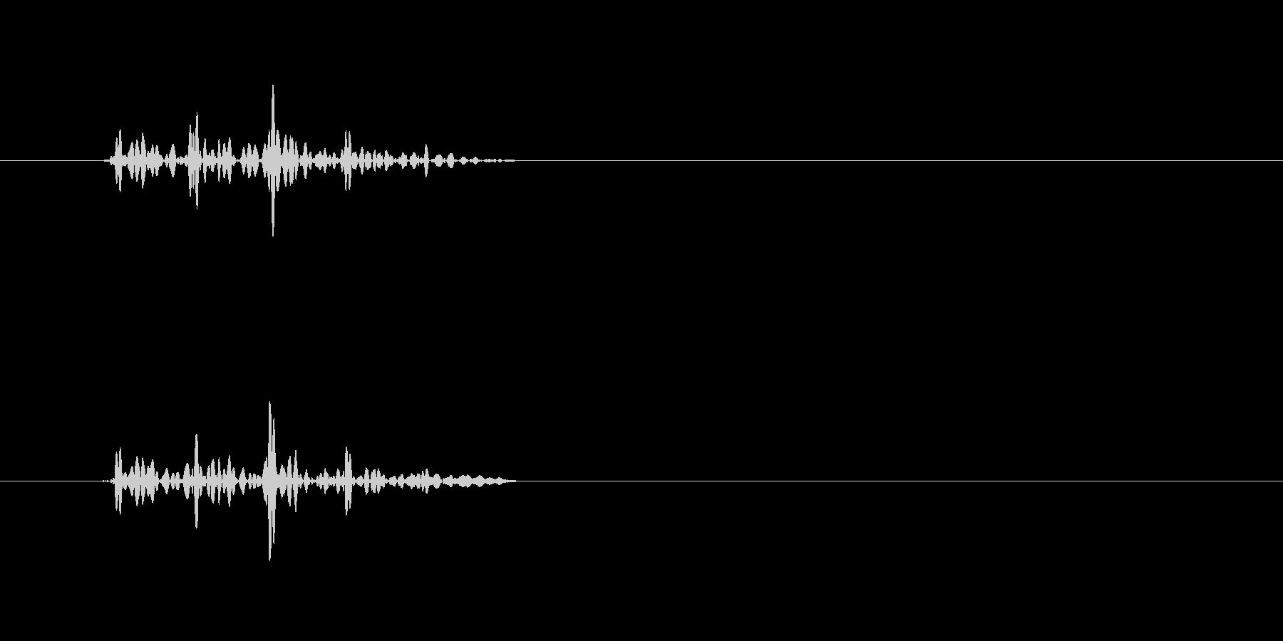 カッ(カッティングのようなクリック音)の未再生の波形