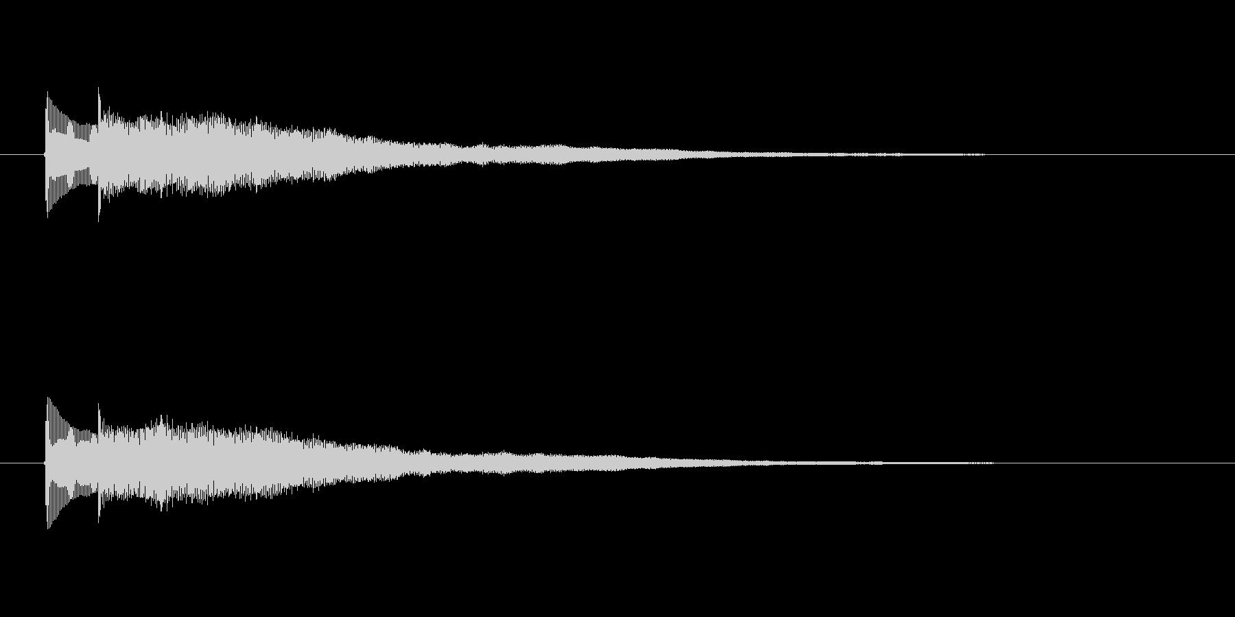ボン、ボーンという弦楽器の音の未再生の波形