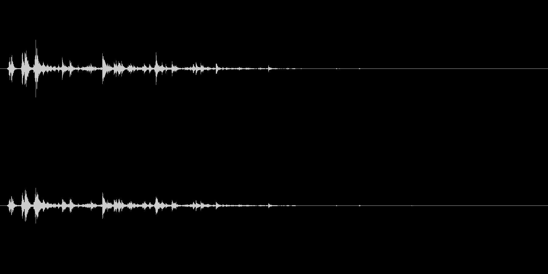 パリパリーン(氷を割る音)の未再生の波形