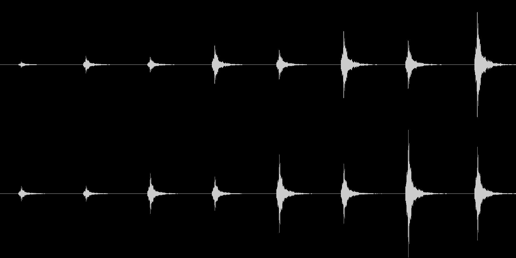 鈴の音が近づいてくる音(和風ホラー向け)の未再生の波形