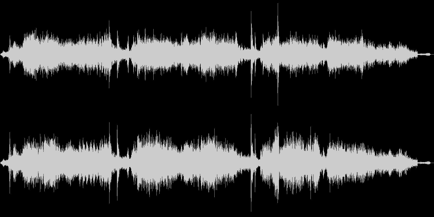 規則的な金属ノイズ音の未再生の波形