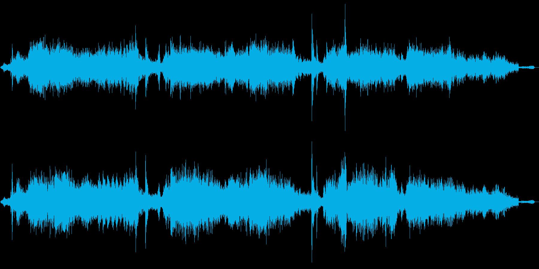 規則的な金属ノイズ音の再生済みの波形