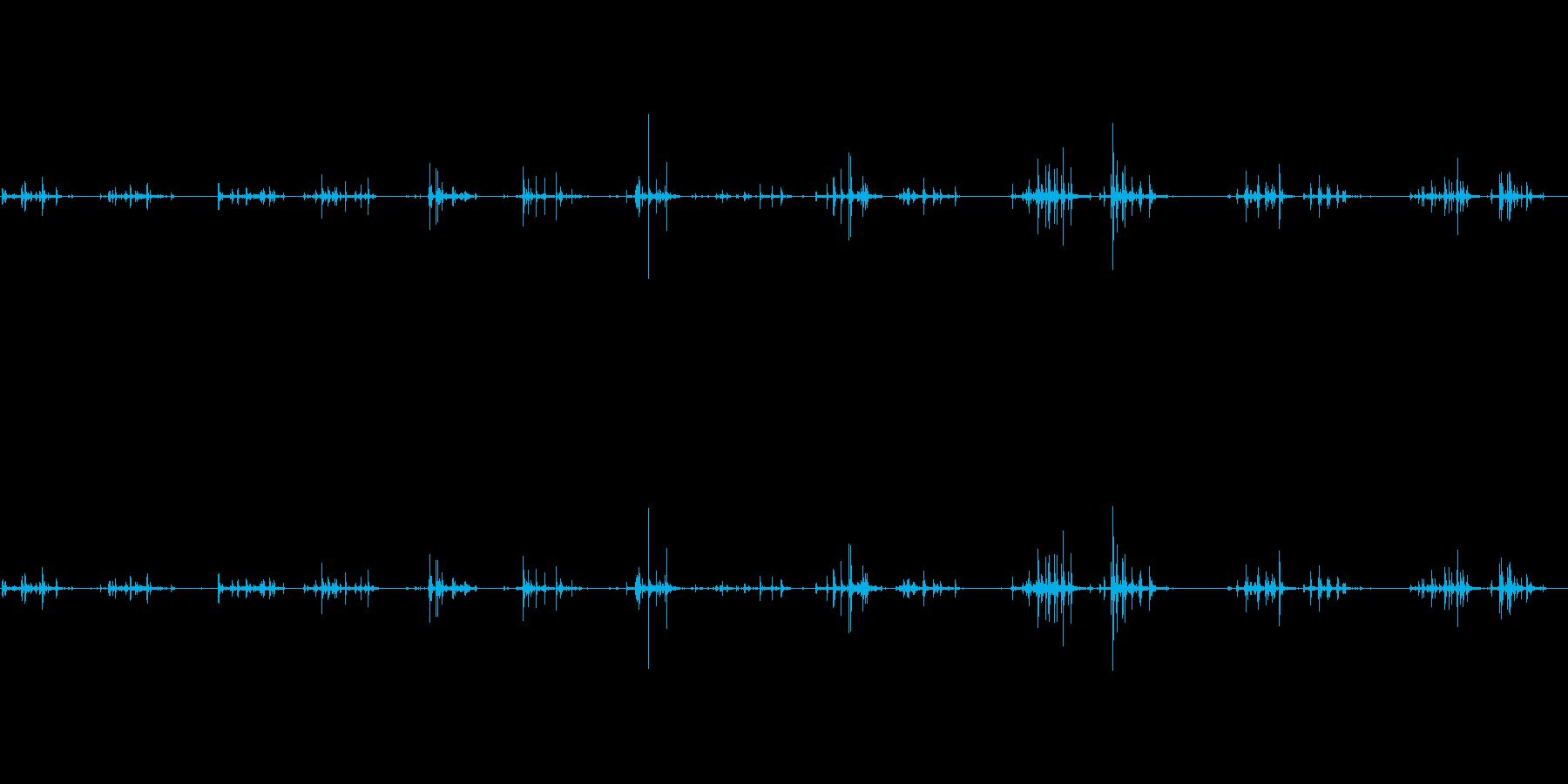 ゆっくり数珠をこすり合わせる音です。の再生済みの波形
