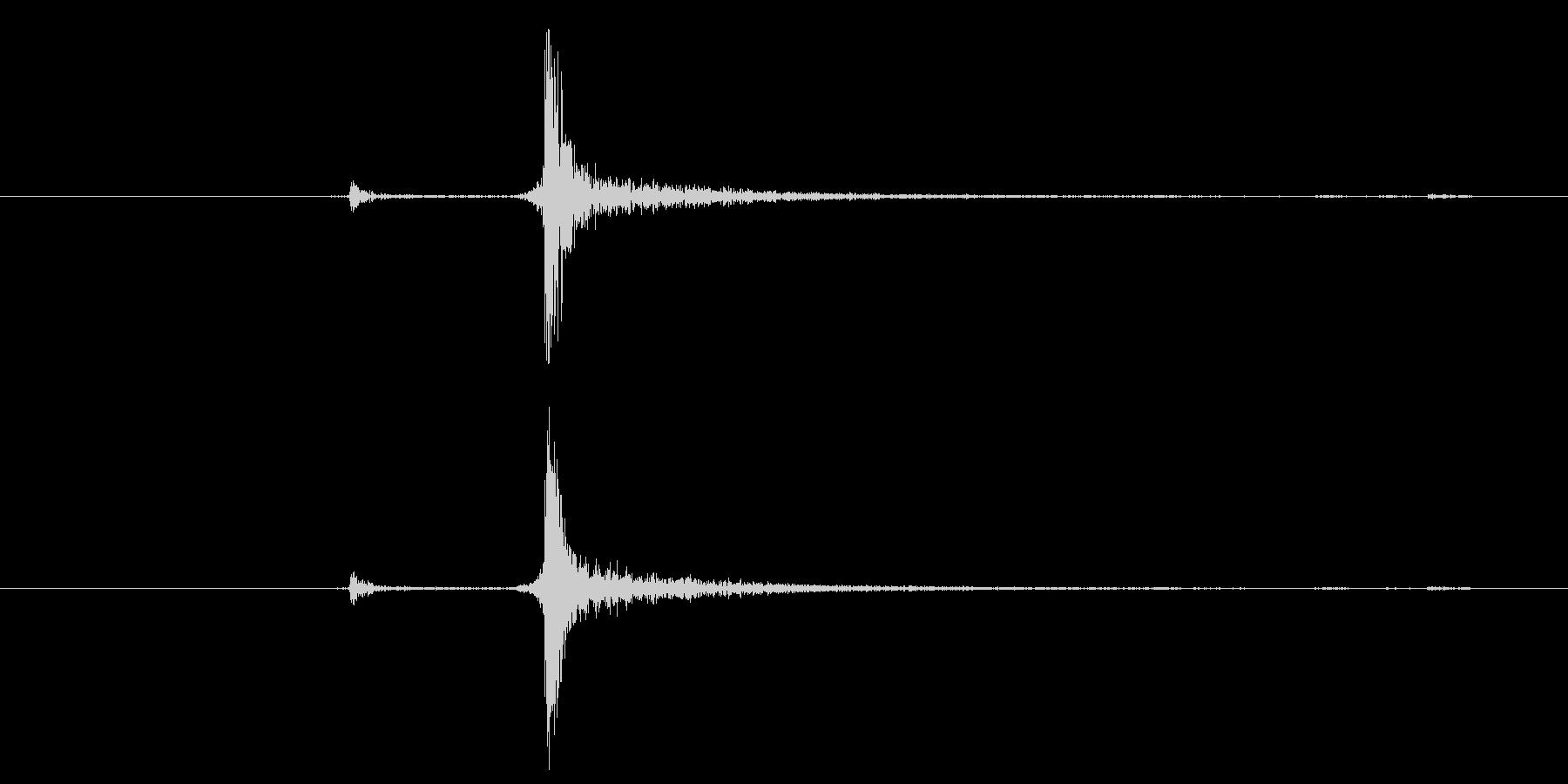 カチッ(装着、はめる、スイッチ)の未再生の波形
