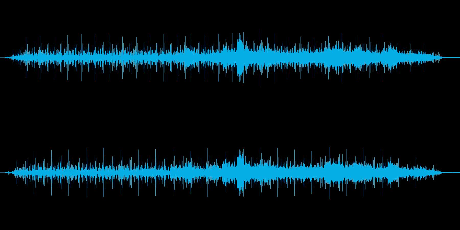 環境音(小川のせせらぎ → 雷雨が降る)の再生済みの波形