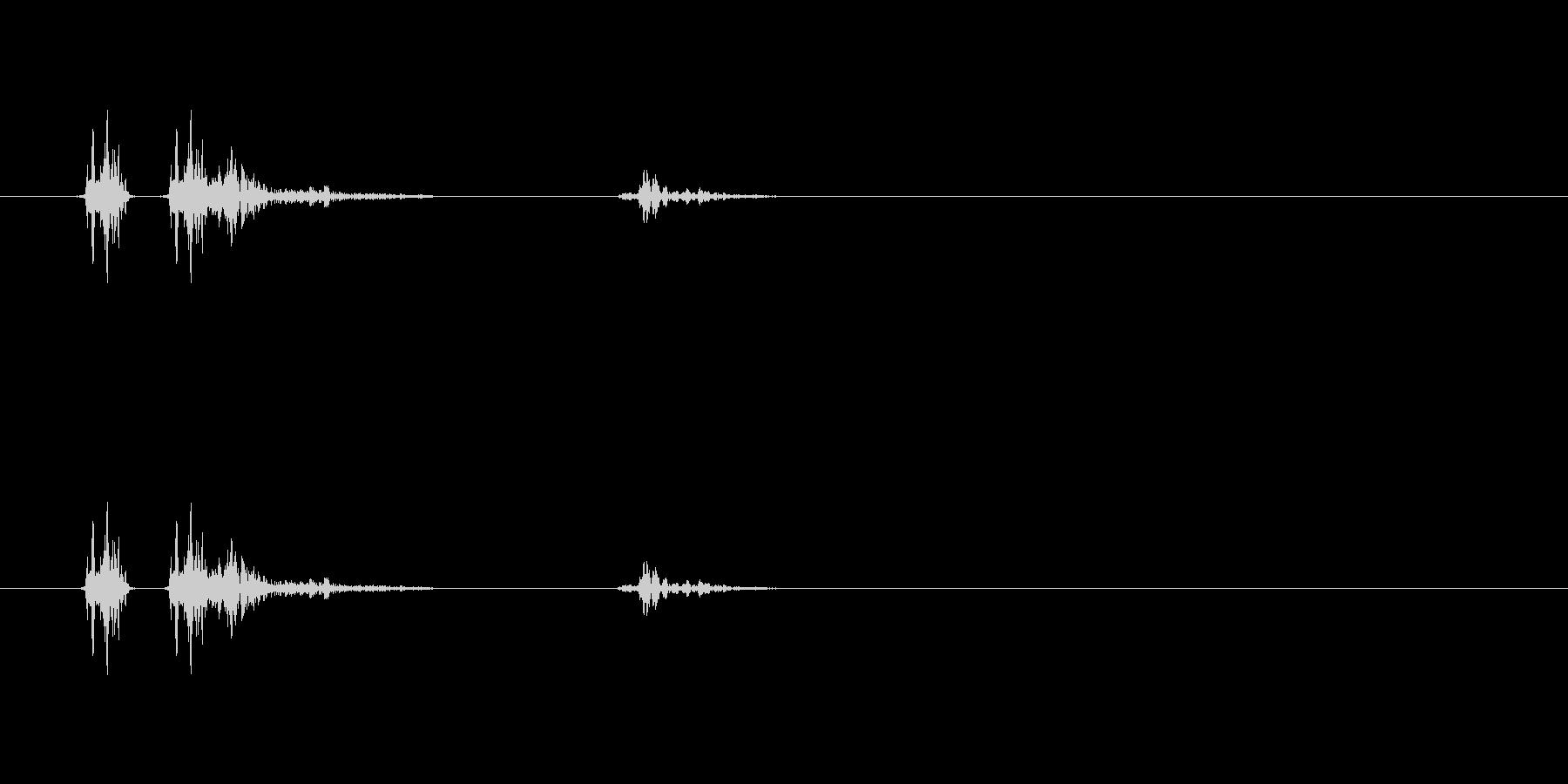 エンターキーを押す音です。「カチャッ」の未再生の波形