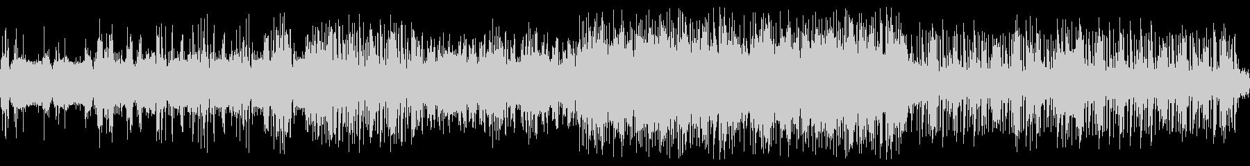 歪んだストリングスに高速ドラムの未再生の波形