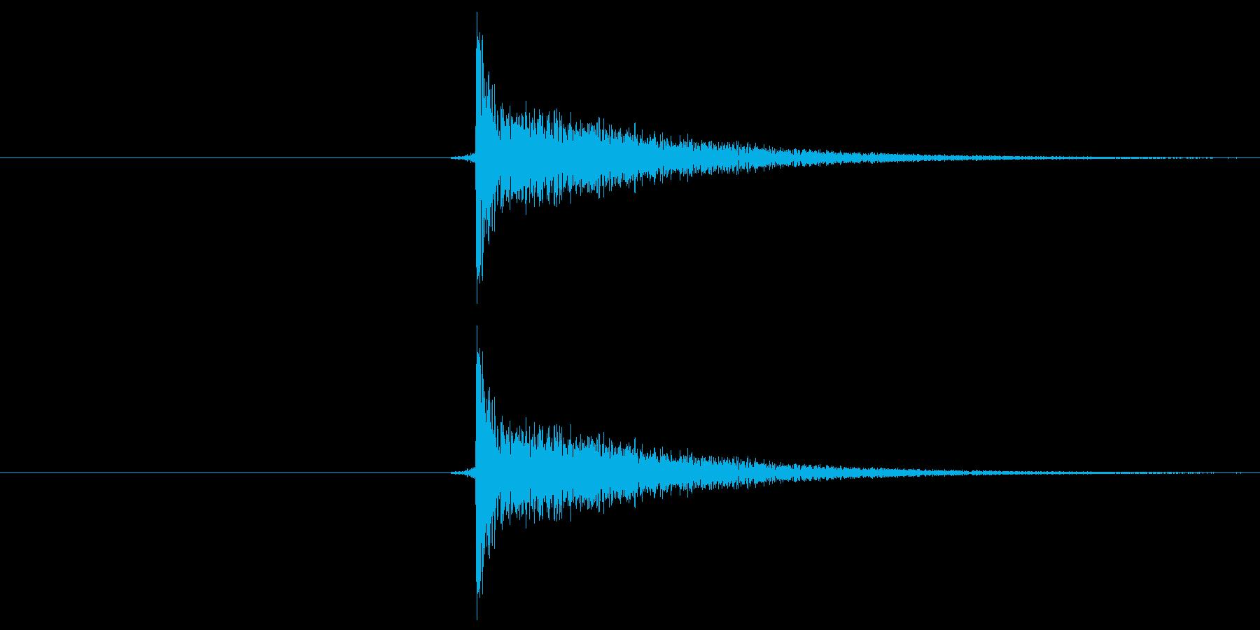 パチッ!という音です。将棋の駒音などに…の再生済みの波形