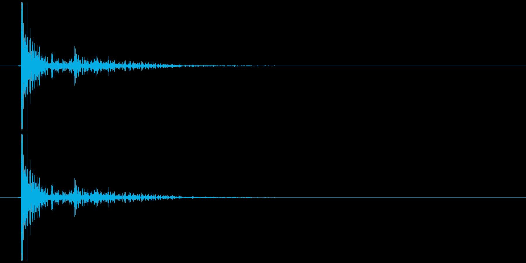 倒れる、何かをほうるような音の再生済みの波形