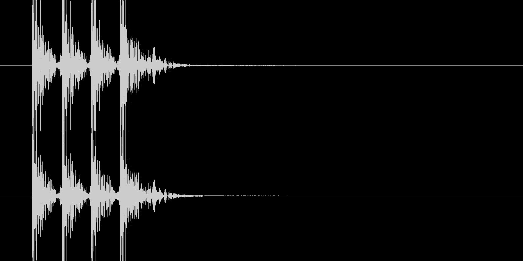 ドンドンドン(木のドアを叩く音)の未再生の波形