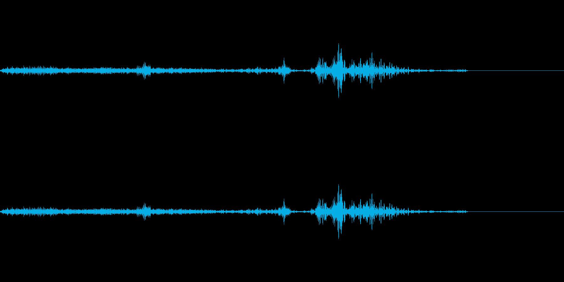 パラッ(紙をめくる音)の再生済みの波形