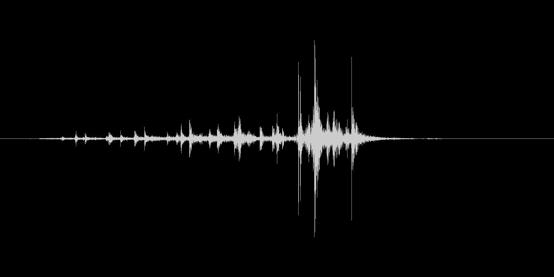 紙を広げる音の未再生の波形