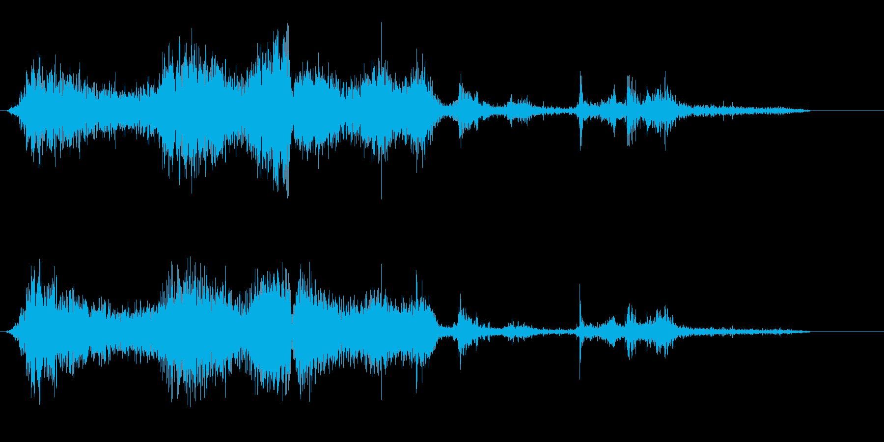 薄い紙をめくる摩擦音の再生済みの波形