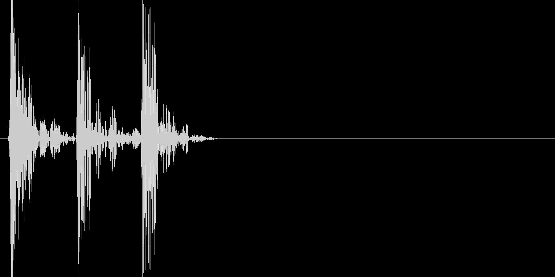 ドンドンドン(叩く音)の未再生の波形
