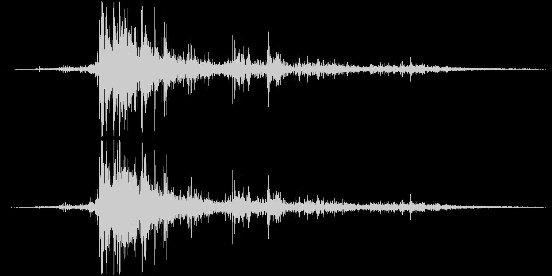 落雷(バイノーラル録音)の未再生の波形