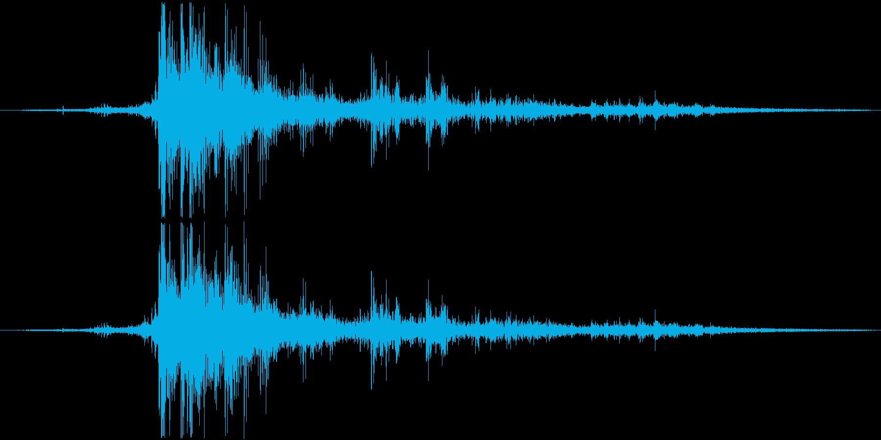 落雷(バイノーラル録音)の再生済みの波形