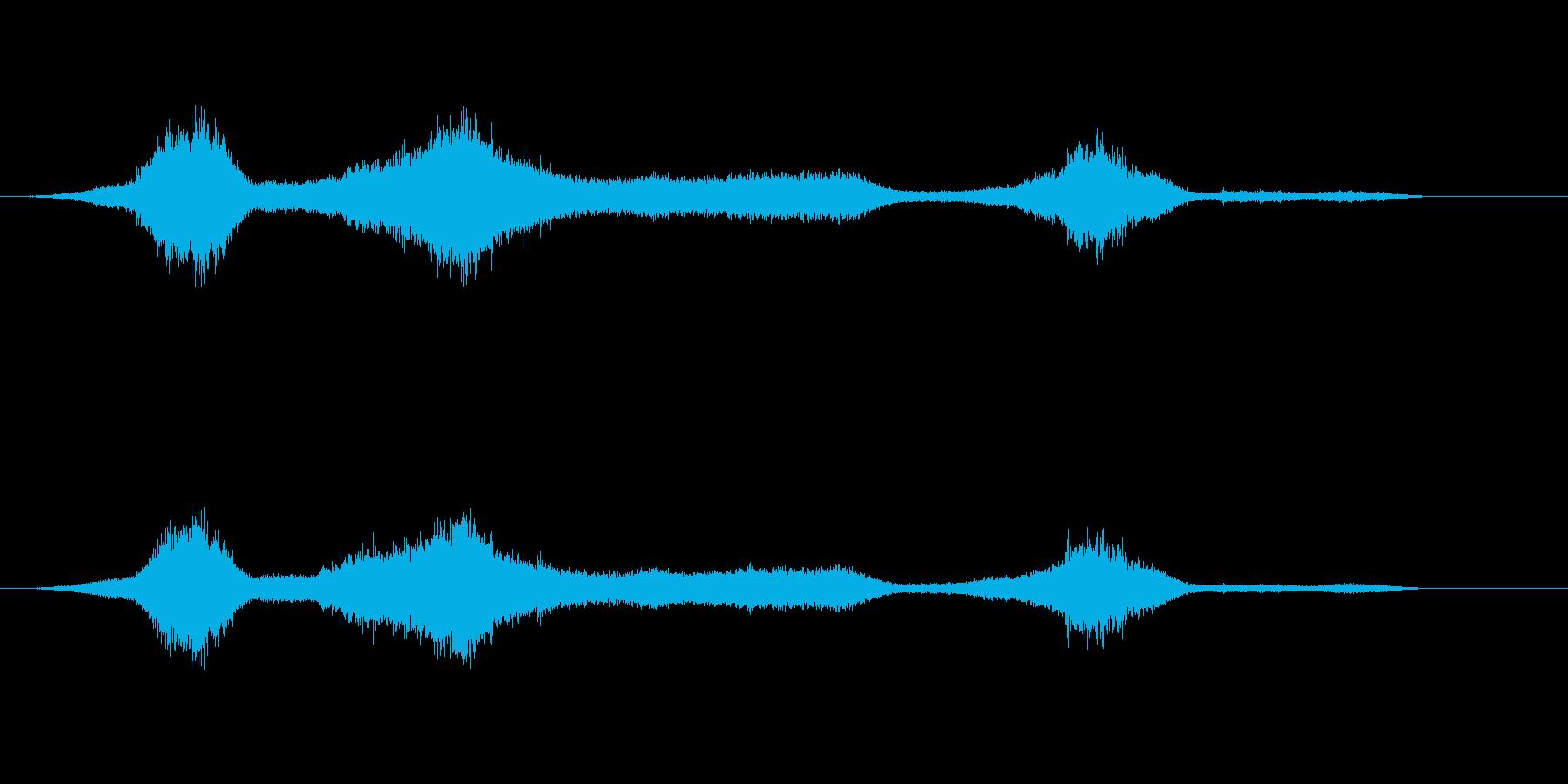 少し荒れた海の波音の再生済みの波形
