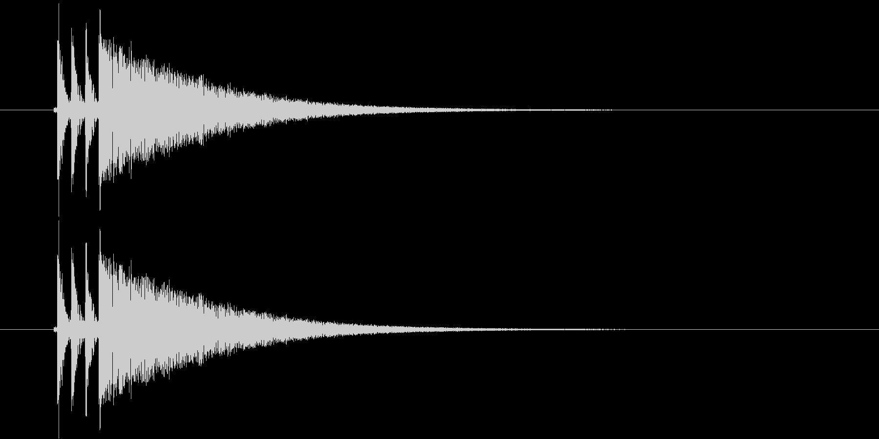 ダダダーンという銃弾のような乾いた音の未再生の波形