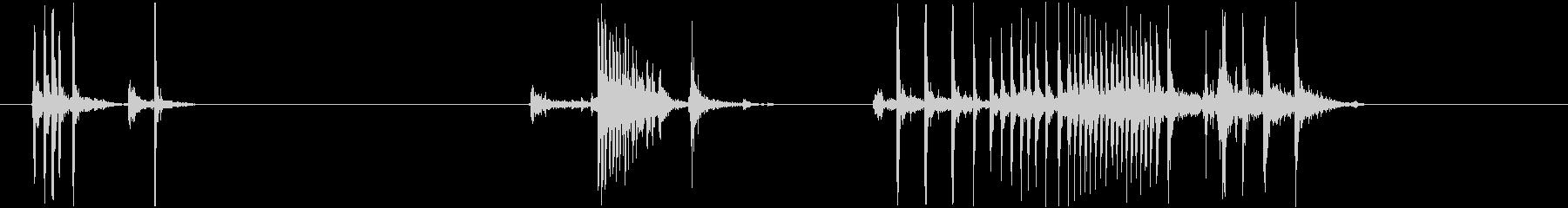 ぎしぎし(きしむ音)の未再生の波形