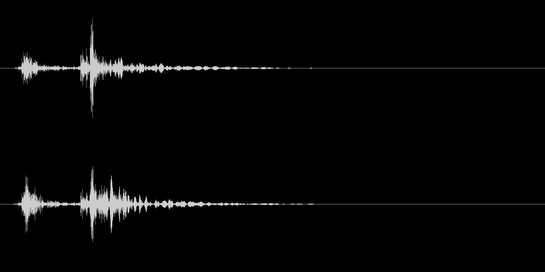 木製のドアを閉める音(エフェクト無し)の未再生の波形