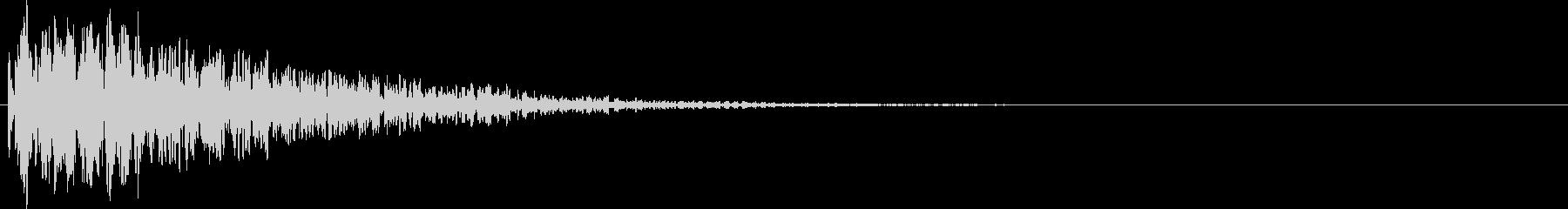 ボーン。爆弾などの爆発音Cの未再生の波形