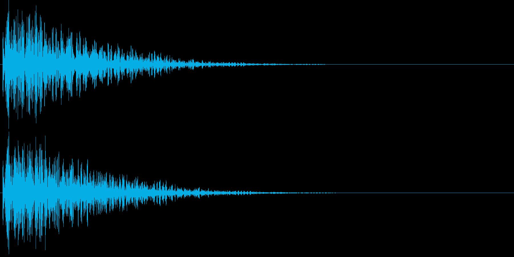 ボーン。爆弾などの爆発音Cの再生済みの波形