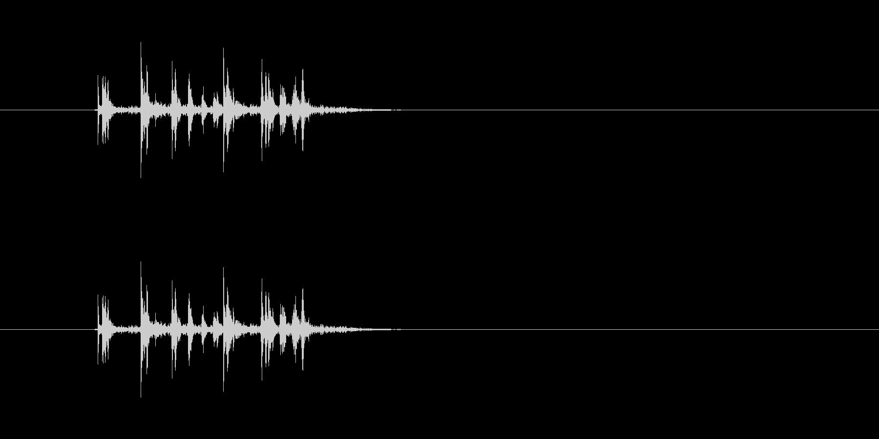 (カチャ)金属の物を置く音です。の未再生の波形