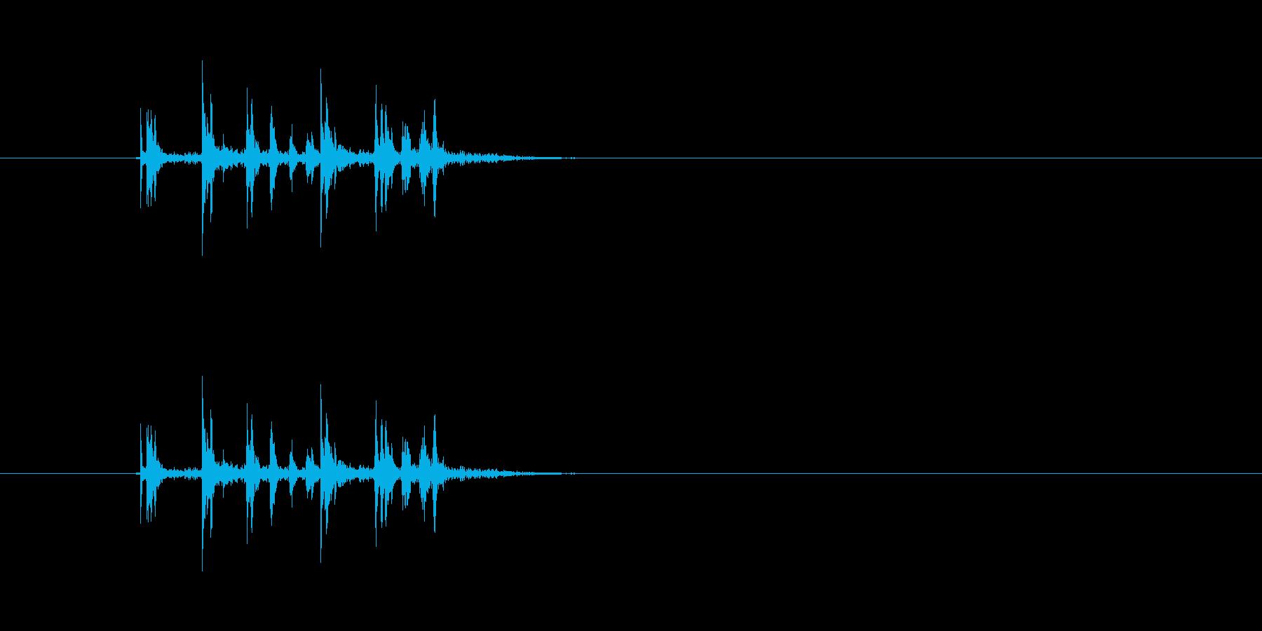 (カチャ)金属の物を置く音です。の再生済みの波形