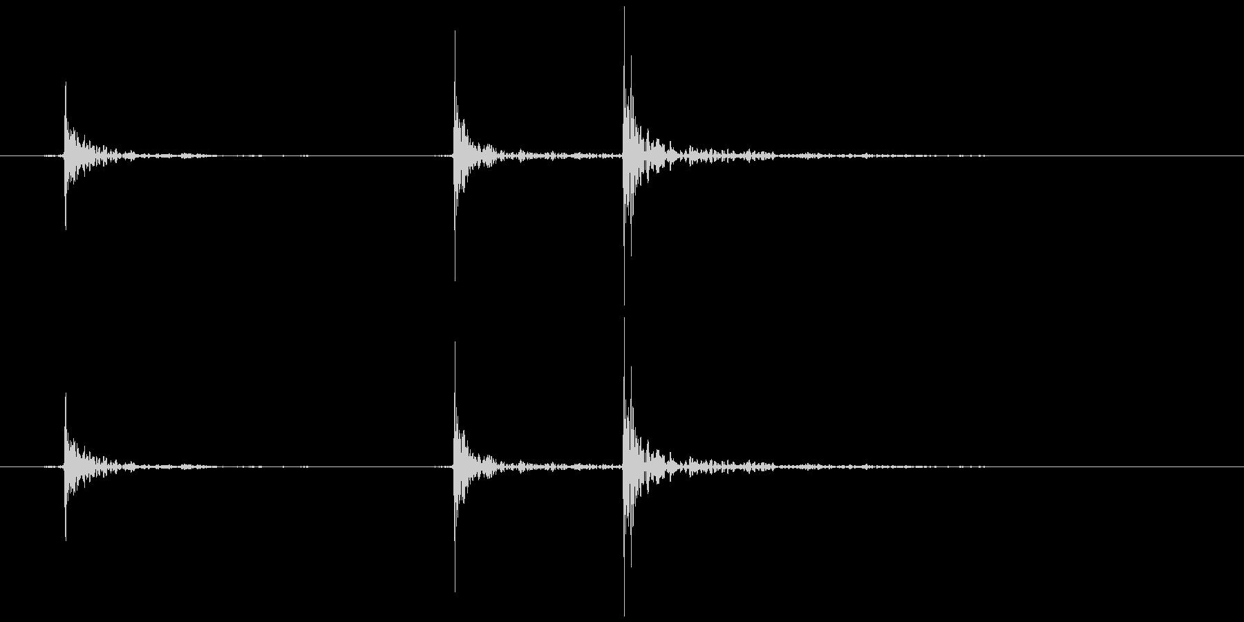 床がきしむ(軋む) ギッ、ギギの未再生の波形