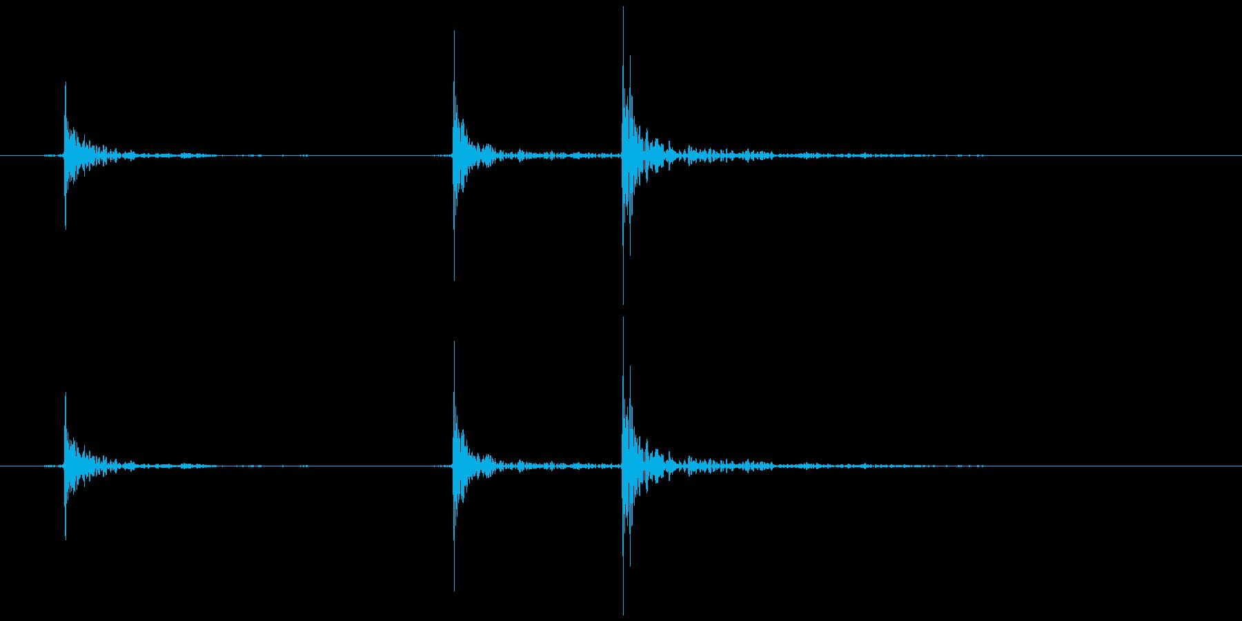 床がきしむ(軋む) ギッ、ギギの再生済みの波形