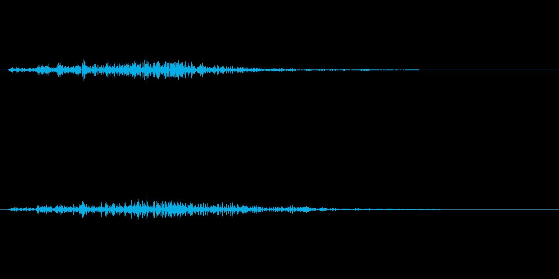 ギイィ:ドアの軋みの再生済みの波形