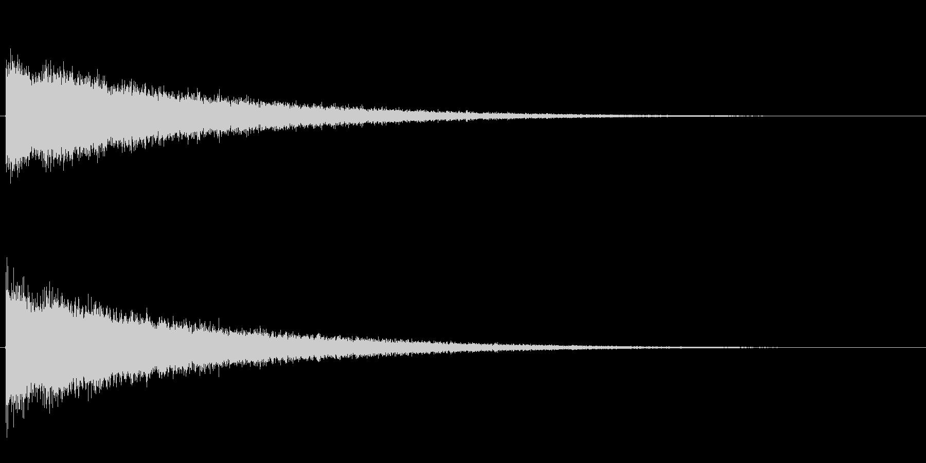 シャンシャン…と高音ノイズがエコーして…の未再生の波形