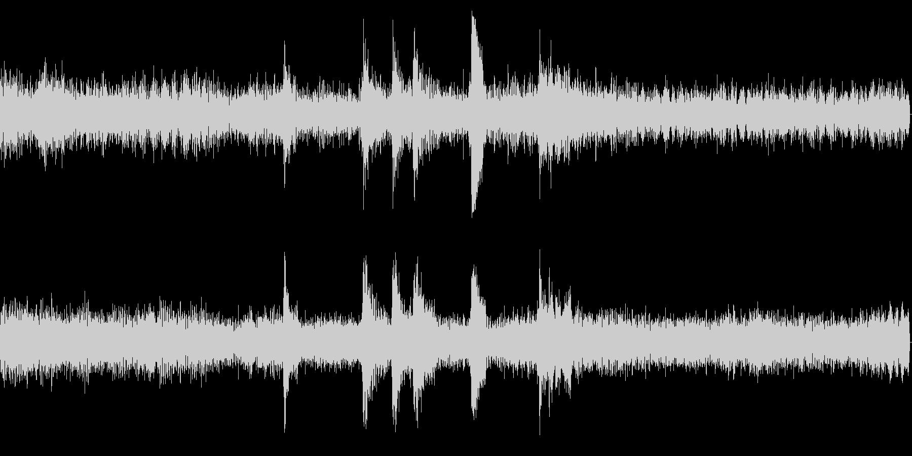 ガガガガ(騒がしい音)の未再生の波形