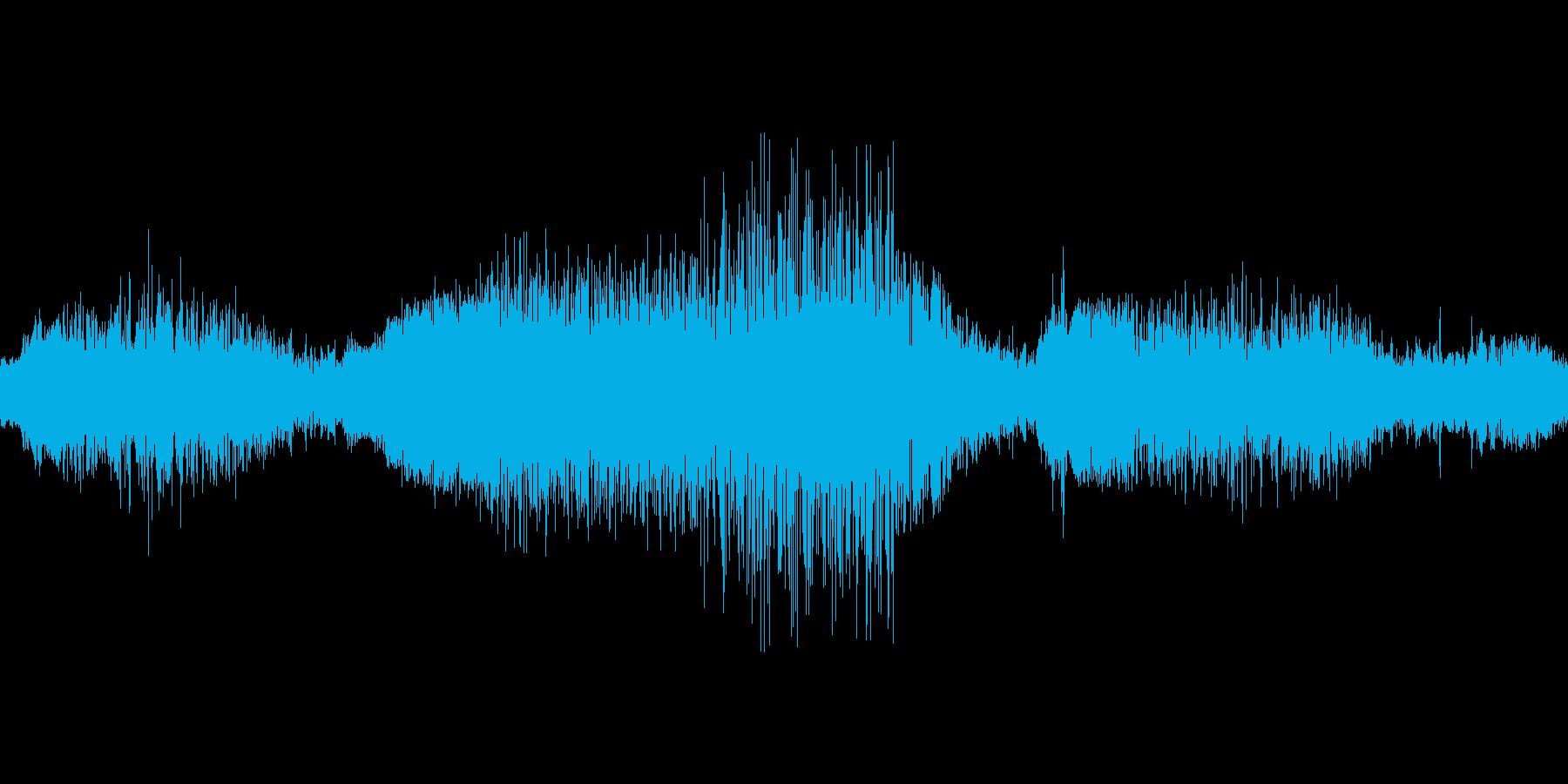 軽トラックの走行音、車外より録音の再生済みの波形