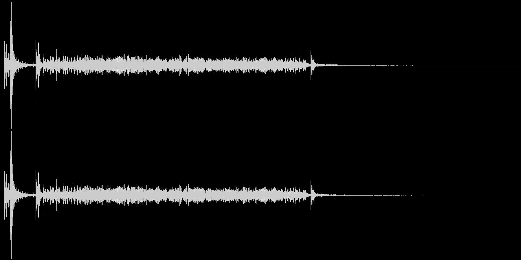 鉄製の扉が開く音-3の未再生の波形
