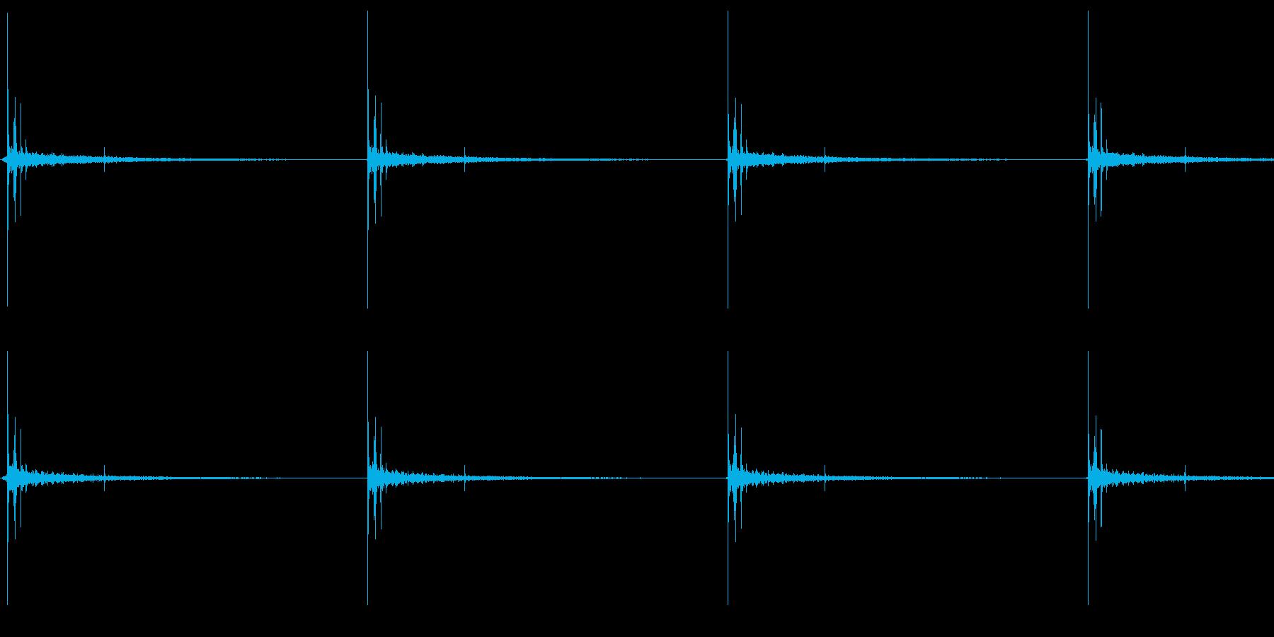 コツ、コツという足音ですの再生済みの波形