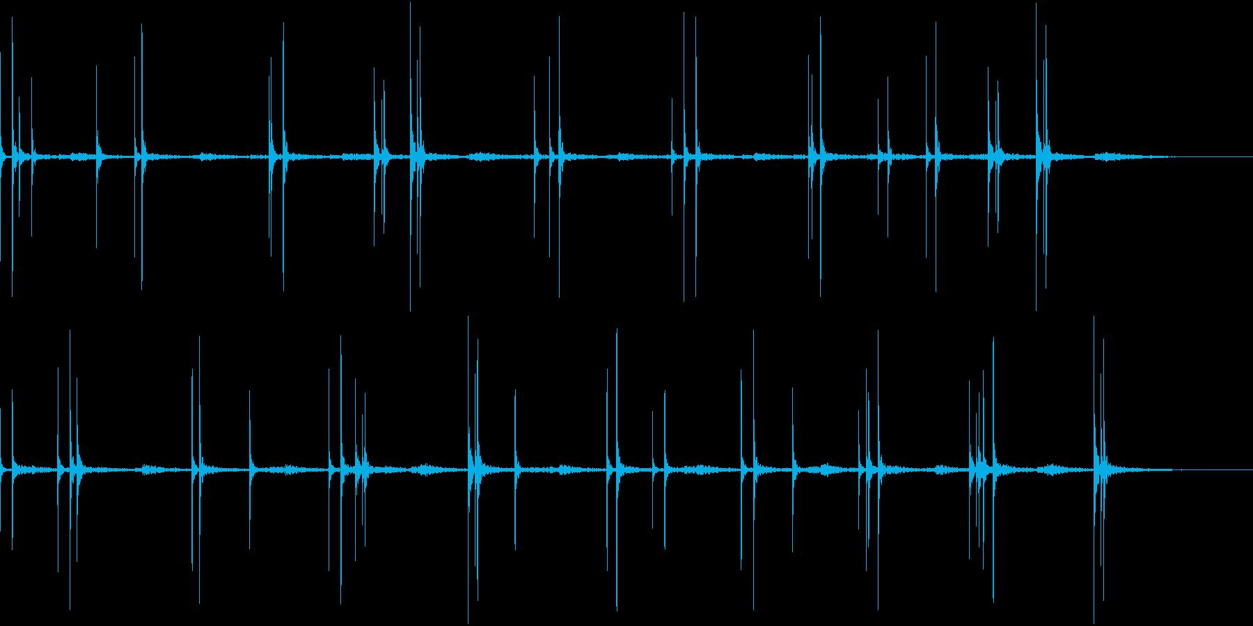 不規則に水滴が落ちる音(ループ素材)の再生済みの波形