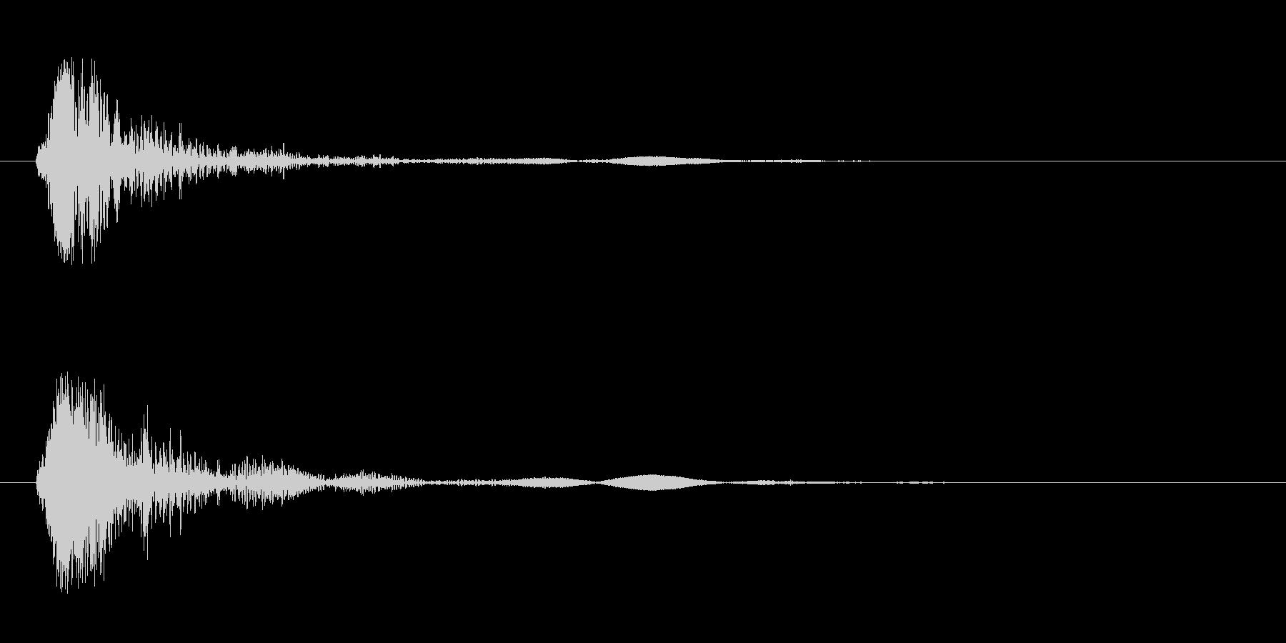 バシュッ(球が跳ねたような打音)の未再生の波形