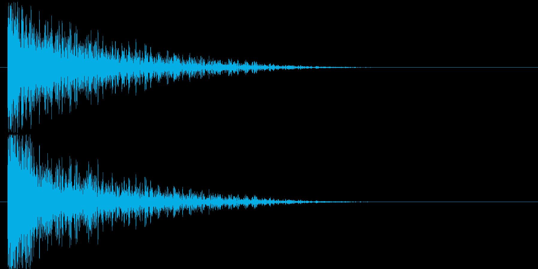 爆発音と裂ける音はが混ざった感じの再生済みの波形