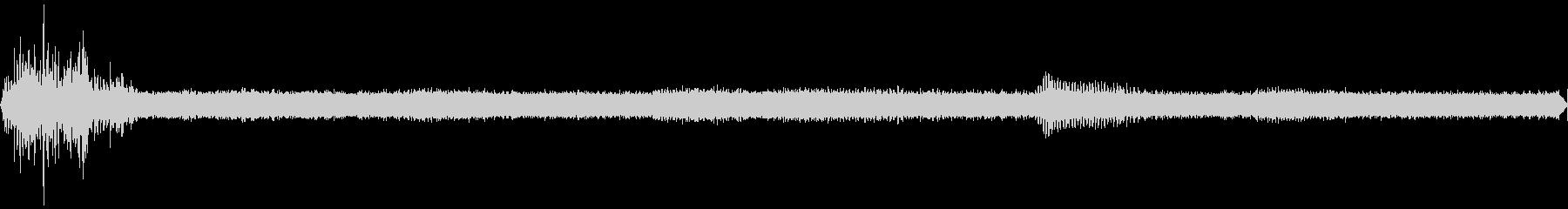 ヒグラシが鳴く夏の山の夕暮れ(環境音)の未再生の波形